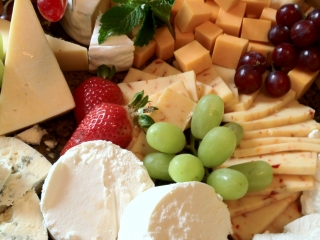 Assorted Cheese & Fruit Tray