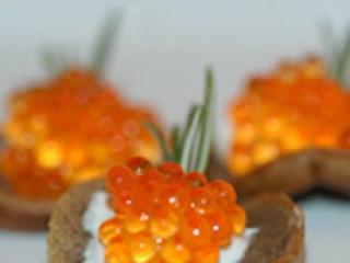 Salmon Caviar on Creme Fraiche & Potato